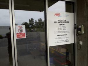 Tous les accès extérieurs de l'hôpital ont été sécuriser avec un système à badge. Sur cette photo nous avons installé un téléphone extérieur pour la livraison des marchandises